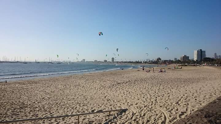kites-flying-at-st-kilda-beach-melbourne