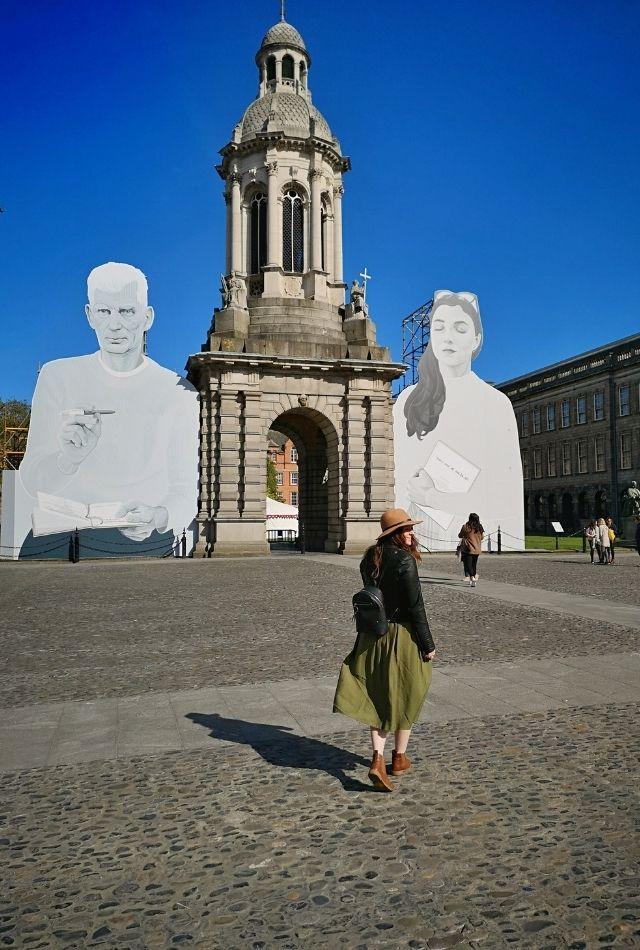 Weekend in Dublin - Girl walking in Trinity College, Dublin